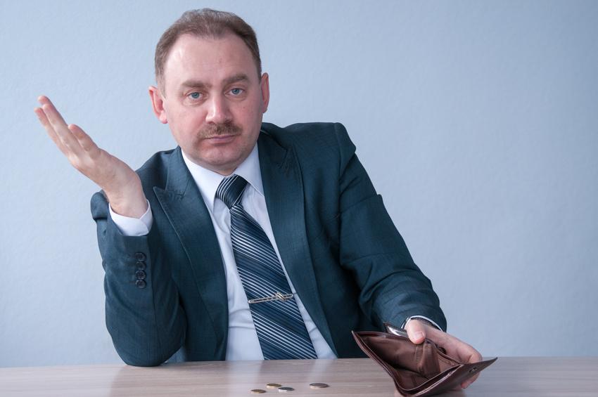 Personalentwicklung bei kleinem Budget. Chef mit leerem Geldbeutel